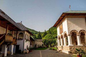 manastirea-polovragi-2